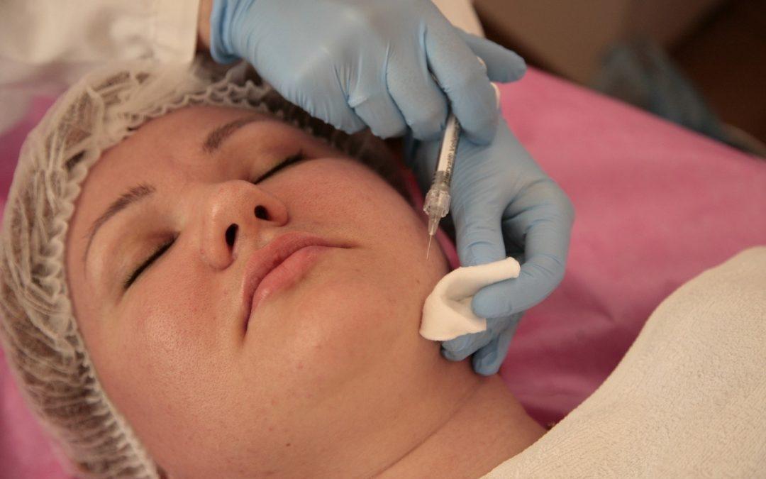 Injection acide hyaluronique Paris : une tonicité de la peau retrouvée