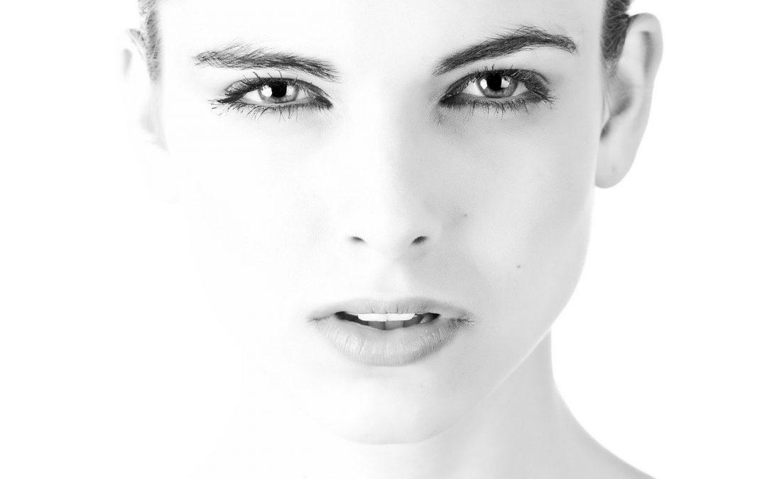 Visage asymétrique : Tout sur la chirurgie qui va vous rendre votre asymétrie